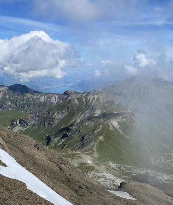 Bilck auf den Thunersee und die Berge vom Schilthorn aus / Foto Jela