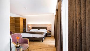 Doppelzimmer mit Seesicht und Balkon: Bild 4