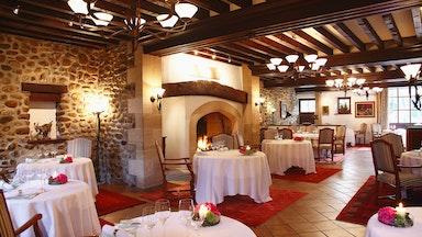 Exquisite Küche im Herzen des Mauerwerks: Bild 11