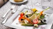 Restaurant-Terrasse mit schönem Garten: Bild 8