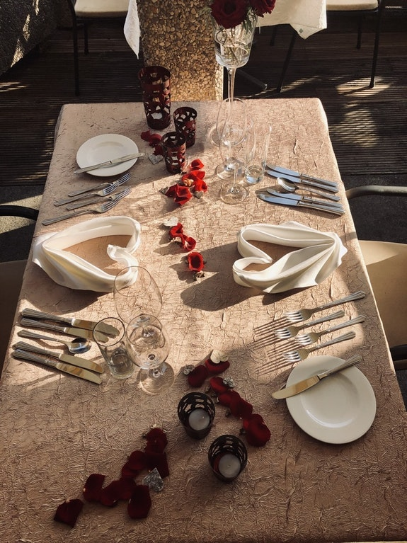 An Romantik fehlt es bestimmt nicht. Dies zeigt auch die Tischdekoration zum Abendessen.