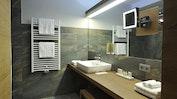Modernes Zimmer mit warmen Farben: Bild 5