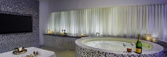 Private Spa mit Whirlpool
