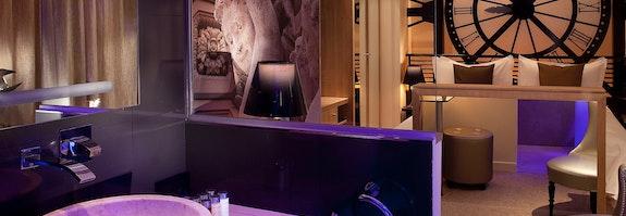Romantisches Zimmer mit Whirlpool