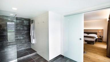 Doppelzimmer mit Seesicht und Balkon: Bild 6