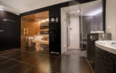 Suite mit Whirlpool, Sauna & Dampfbad