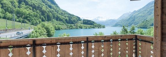 Détente sur les rives du lac de Lungern
