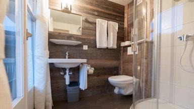 Doppelzimmer mit Seeblick: Bild 4
