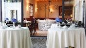 Exquisite Küche im Herzen des Mauerwerks: Bild 13
