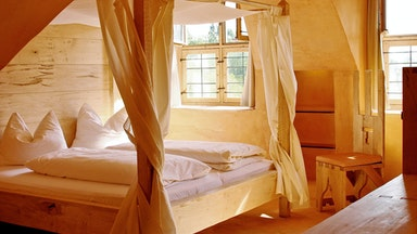 Doppelzimmer mit Himmelbett: Bild 1