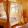 Doppelzimmer mit Himmelbett