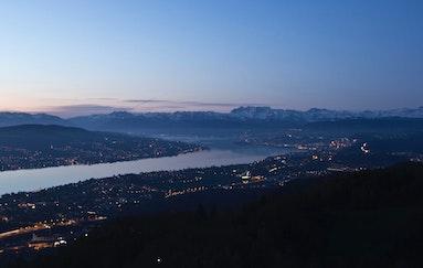 Tête à Tête hoch über Zürich